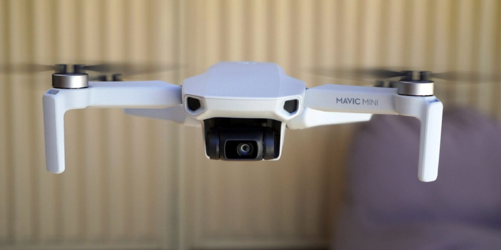 По отзывам последнее обновление DJI Fly  увеличивает дальность полета Mavic Mini